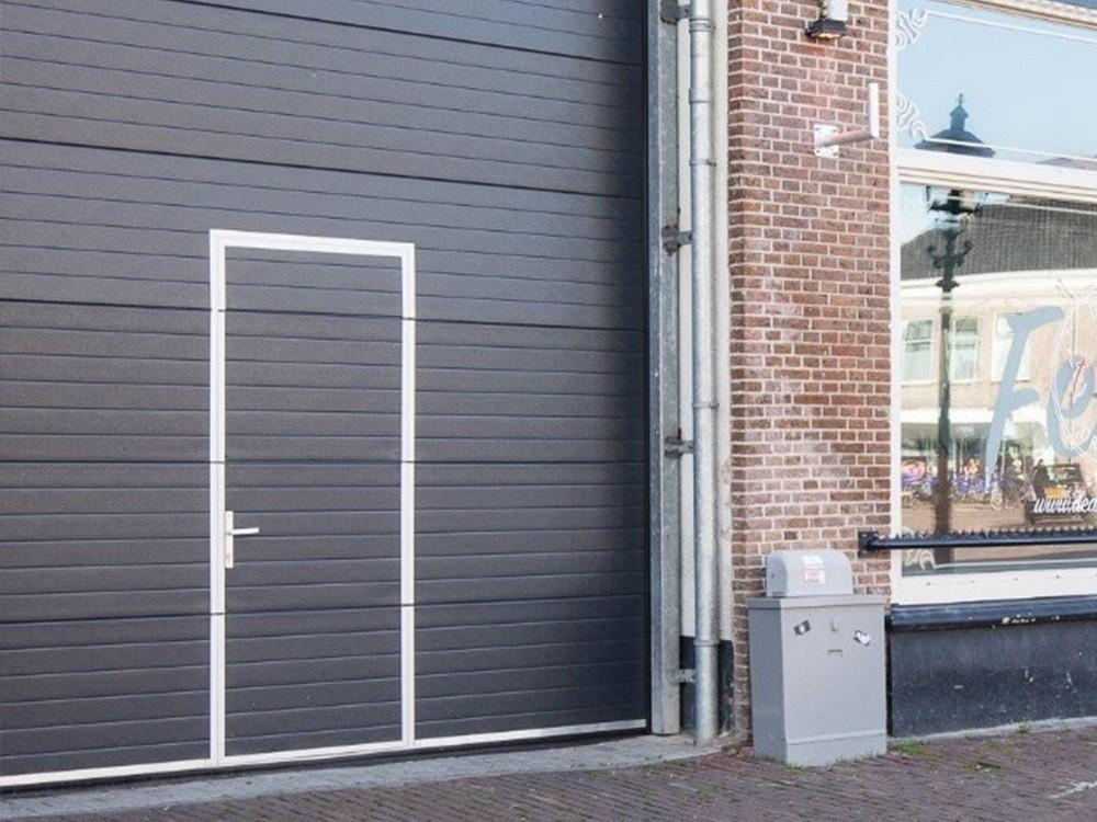 Bedrijfsdeur met poort